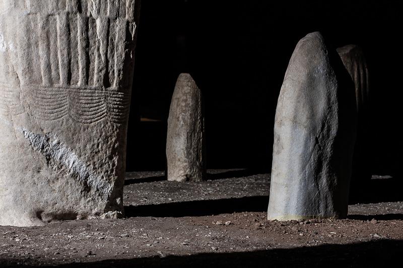 Archeologia statue stele 4
