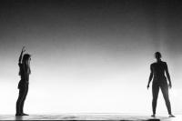 Teatro. Le mani alla nuca. Teatro Sociale Trento. Immagine 1
