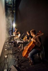 Teatro. Le mani alla nuca. Teatro Sociale Trento. Immagine 3